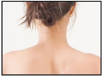首の後ろ画像